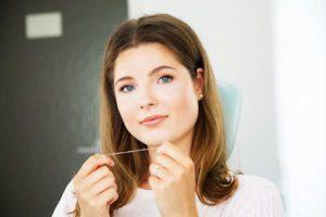 Zahnseide Anwendung Handhabung