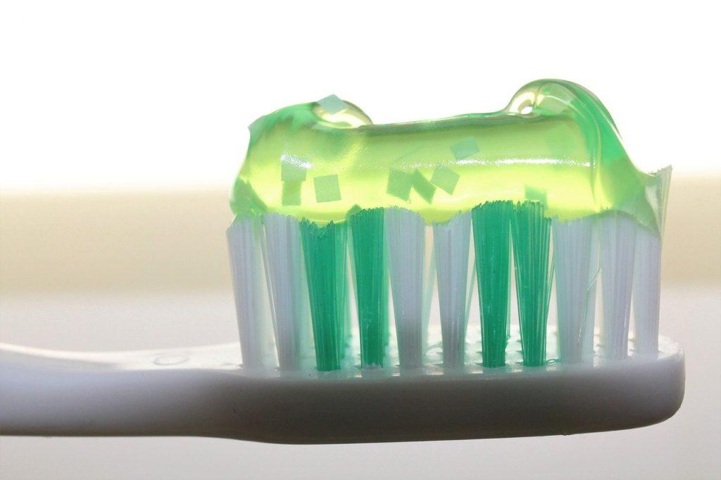 Zahnbürste Zahnpasta